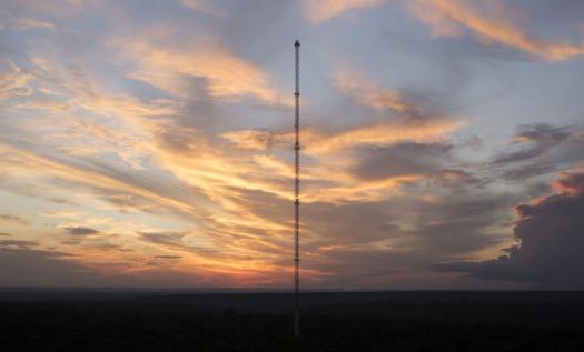 la torre más alta de sudamérica está en medio de la selva del amazonas