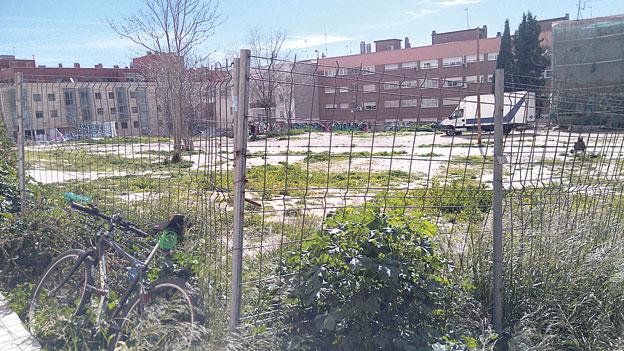 ¡Un solar convertido en zona infantil, zona deportiva y huerto en Tetuán!