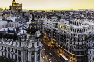 La Gran Vía estará cortada al tráfico de no residentes desde junio de 2018 El centro de Madrid no tendrá calles abiertas a la circulación y desaparecerán las plazas azules.