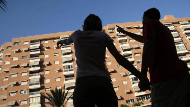 La compraventa de viviendas echa el freno y baja un 3,1% en marzo